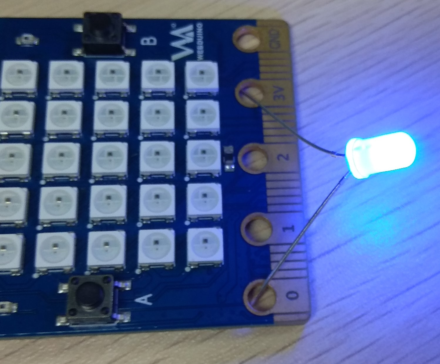 BPI:bit Webduino and arduino board with EPS32 for STEAM education