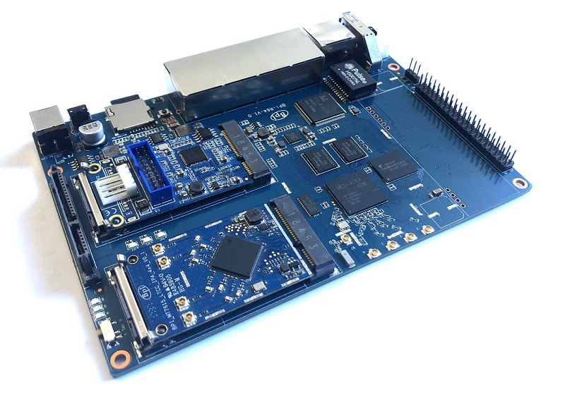 Banana Pi BPI-R64 open source router with MTK MT7622 64 bit